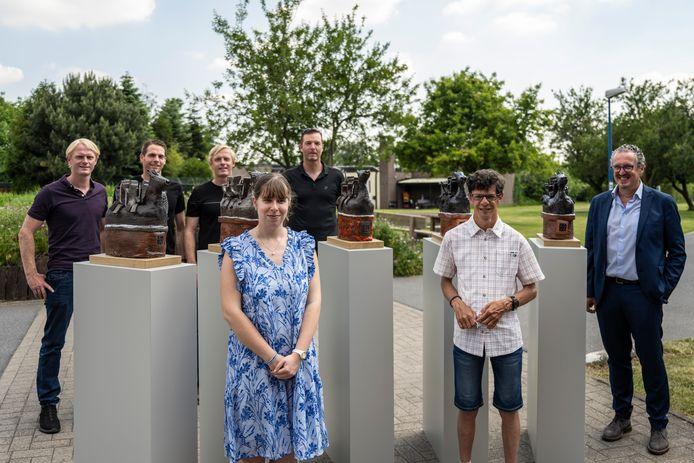 De keramieken beelden geïnspireerd op het Ros Beiaard werden voorgesteld in de tuin van Blijdorp, in bijzijn van gewezen Vier Heemskinderen Veldeman, de kunstenaars en Peter Meyers, die als voorzitter van Unizo Dendermonde zijn schouders zet onder de promotie van dit project.