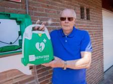 Kees (85) regelt zelf defibrillator voor zijn straat: 'Ik heb zelf drie keer een hartinfarct gehad'