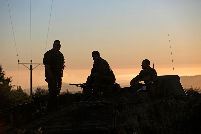 Israëlische soldaten bij de grens met Libanon. Beeld AFP