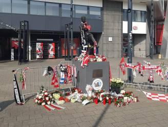 Supporters eren 'Skiete Willy' in het Philips Stadion: 'Dit is veel meer dan wat PSV-historie'