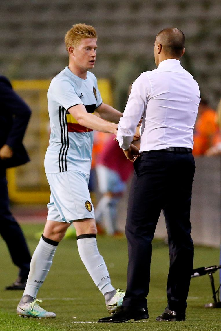 BRUSSELS, BELGIUM - SEPTEMBER 01: Kevin De Bruyne forward of Belgium and Roberto Martinez head coach of Belgian Team  during a FIFA international friendly match between Belgium and Spain at the King Baudouin Stadium on september 01, 2016 in Brussels, Belgium , 01/09/2016 ( Photo by Jimmy Bolcina / Photonews Beeld null