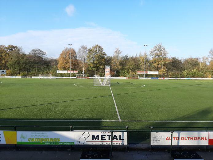 Het hoofdveld van voetbalclub Hulzense Boys op sportpark Smidserve is nog goed genoeg en wordt dit jaar niet aangepakt.