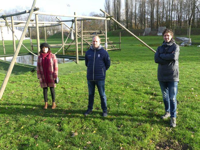 Sabine De Vos en Cedric Vlaeminck van de vzw Savafoot met Daan Boydens van Teamadventure.