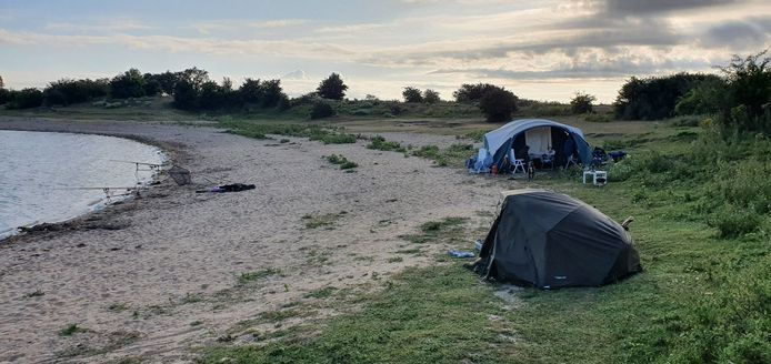 Het gezin dat aan het kamperen was bij de Bisonbaai.