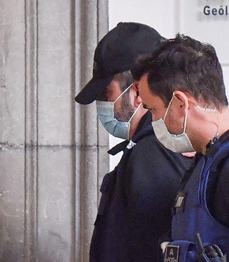L'arrivée de Nordahl Lelandais au tribunal: son procès devant les assises de Savoie débute ce lundi