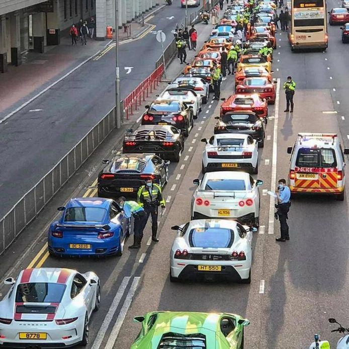 De agenten controleerden alle auto's op illegale aanpassingen. Onbekend is hoeveel boetes er in totaal werden uitgeschreven.