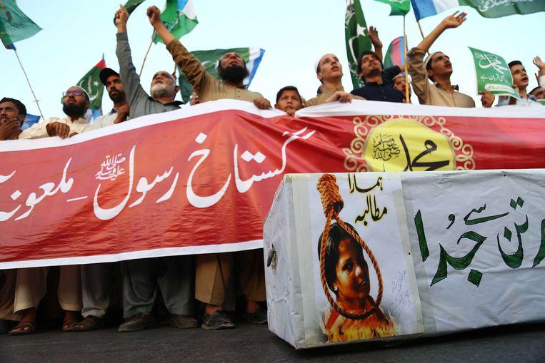 Demonstranten protesteren tegen de vrijspraak van Asia Bibi. Beeld EPA