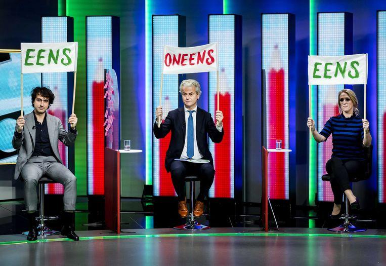 Jesse Klaver (GroenLinks), Geert Wilders (PVV) en Lilian Marijnissen (SP) bij het Jeugdjournaal. Beeld EPA