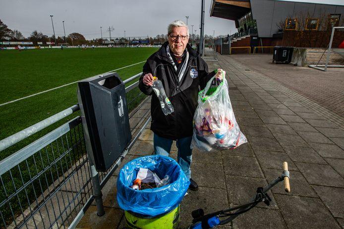 Afvalscheiden verloopt nu nog allesbehalve gladjes bij sportclubs in Deventer, zoals hier bij SV Schalkhaar. Met gerichte maatregelen moet dat verbeteren.