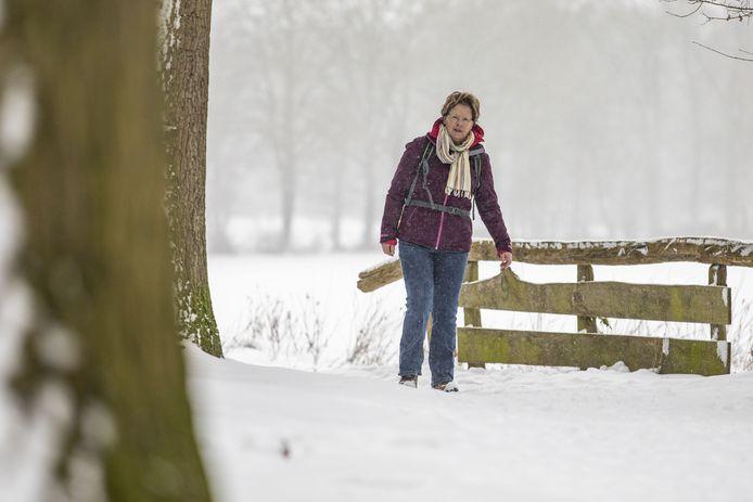 Truus Wijnen heeft een nieuwe wandelgids uit, met 20 nieuwe wandelingen van 7 tot 12 kilometer in Twente.
