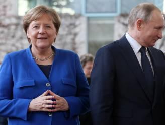 Poetin en Merkel bespreken mogelijke samenwerking vaccinproductie