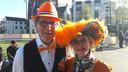 Leentje en Tom uit Horst bezoeken voor het eerst Koningsdag.