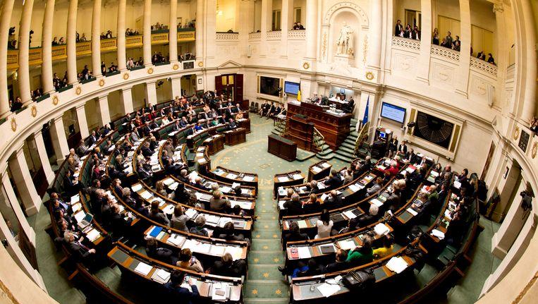 In ruil voor hun mandaat staan parlementsleden zo'n 10 procent van hun loon af aan de partij. Beeld BELGA