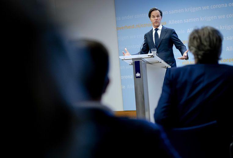 Demissionair premier Mark Rutte geeft een toelichting op de extra coronamaatregelen in Nederland.  Beeld ANP