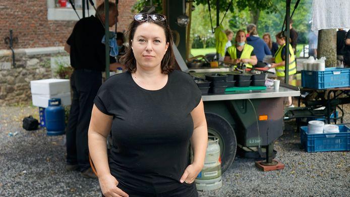Lien De Leenheer, la fondatrice de la plateforme citoyenne #AideHulp147 sur le terrain, à Tilff.