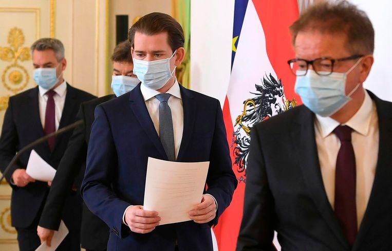De Oostenrijkse premier Sebastian Kurz op de persconferentie maandag. Beeld AP