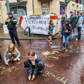 De Haagse Weimarstraat is het zat: 'Buurt erin, drugs eruit'
