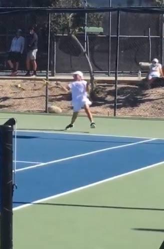 Jongen van 10 maakt furore op befaamd jeugdtoernooi door nooit een backhand te slaan