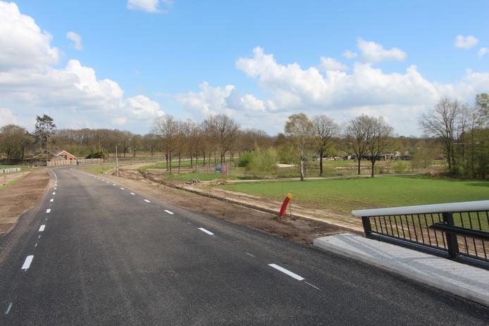 Uitzicht op Hof van Eckberge vanaf het nieuwe viaduct over de N18, waarover de Lintveldseweg de nieuwe autoweg passeert.