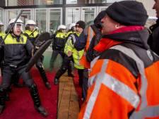 Havenwerkers en agenten voeren samen actie tegen hoge Aow-leeftijd