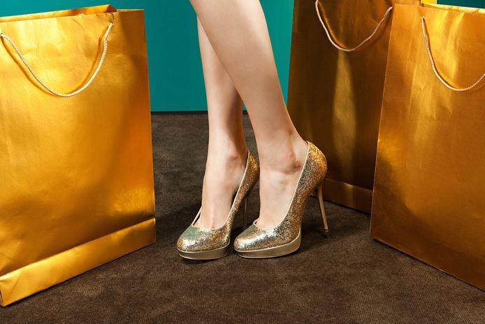 La jeune femme avait huit lingots d'or accrochés à ses semelles avec du ruban adhésif (illustration).