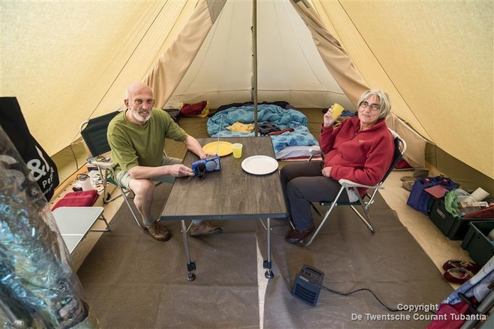 Jos Lammers en Maria Kremers in hun tent op landgoedcamping 't Hazenbos.