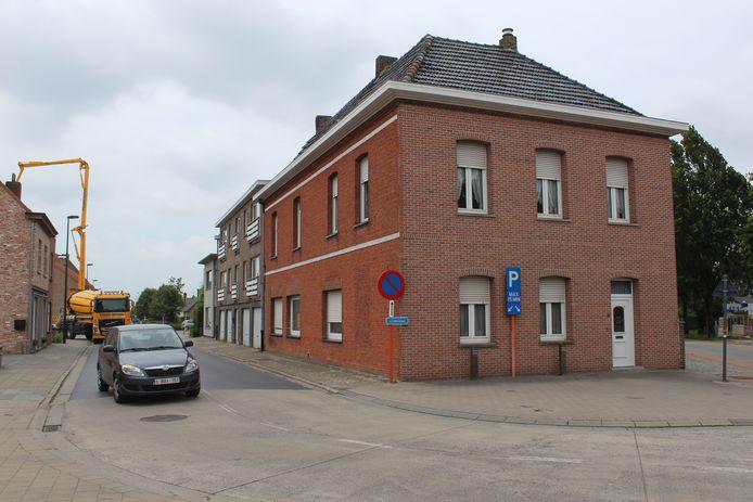 Het huis op de spie tussen de Lindestraat en de Brouwerijstraat verdwijnt. Ook het appartement dat je er achter ziet, zal verdwijnen.