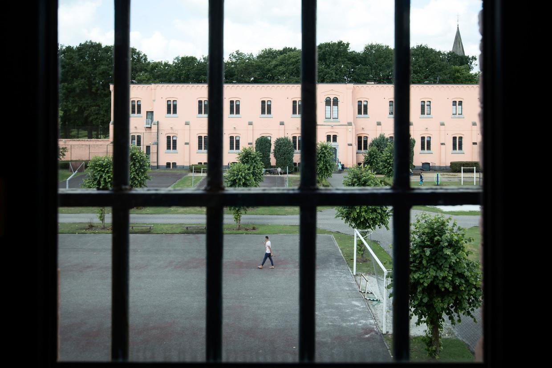 Eenzaam in de gevangenis in Merksplas. 'We gaan in bubbels wandelen en leven samen. Waarom mogen we dan niet sporten binnen die bubbel?' Beeld BELGA