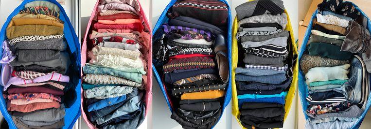 Volle tassen voor de kettingkledingruil. Beeld Nichon Glerum