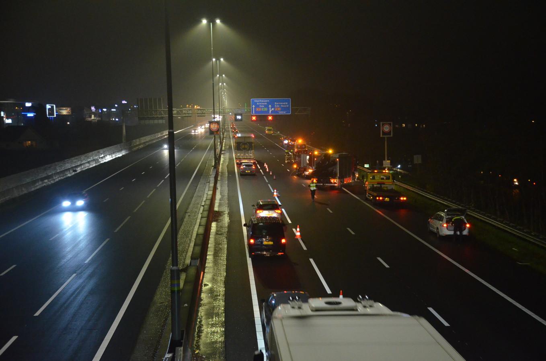 Een lange file bij de plek van het ongeluk op de A12.