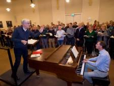 Erepenning voor dirigent Joop Schets van Bachkoor Apeldoorn