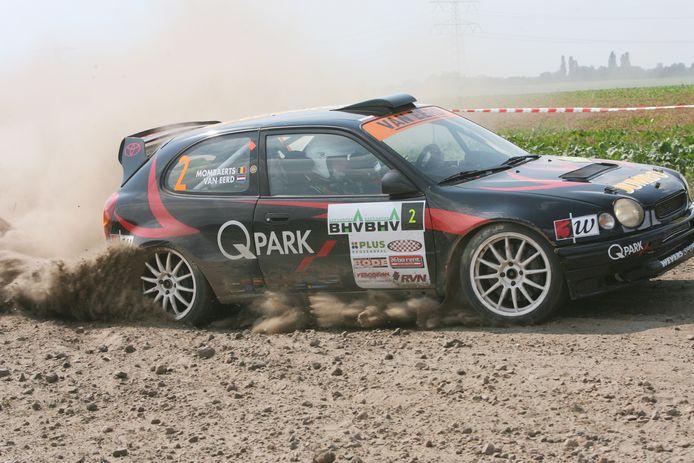 Frits van Eerd met navigator Erwin Mombaerts op weg naar de titel in de BHV Expo Rally van 2006.