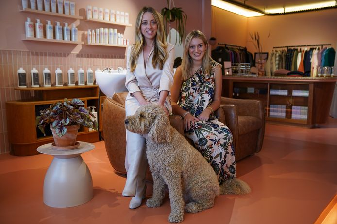 Ines Van der Jonckheyd (links) en Emilie Michielsen van Glowines.