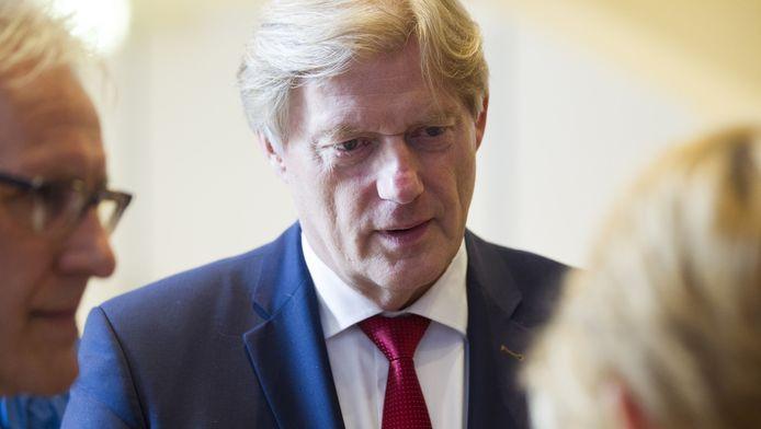 Staatssecretaris Martin van Rijn tijdens een werkbezoek aan een zorginstelling