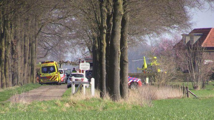 De hulpdiensten kwamen massaal ter plaatse bij het dodelijke ongeluk in Lochem
