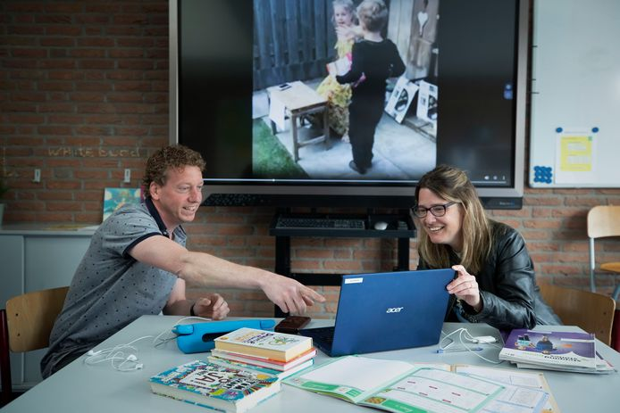 Directeur Geert van Stiphout en leerkracht Judith Peeters van St. Antonius Abt.