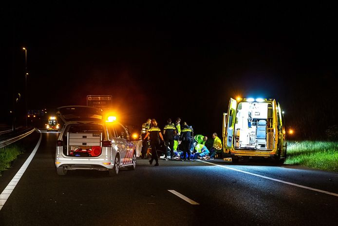Fietser zwaargewond na aanrijding op A27