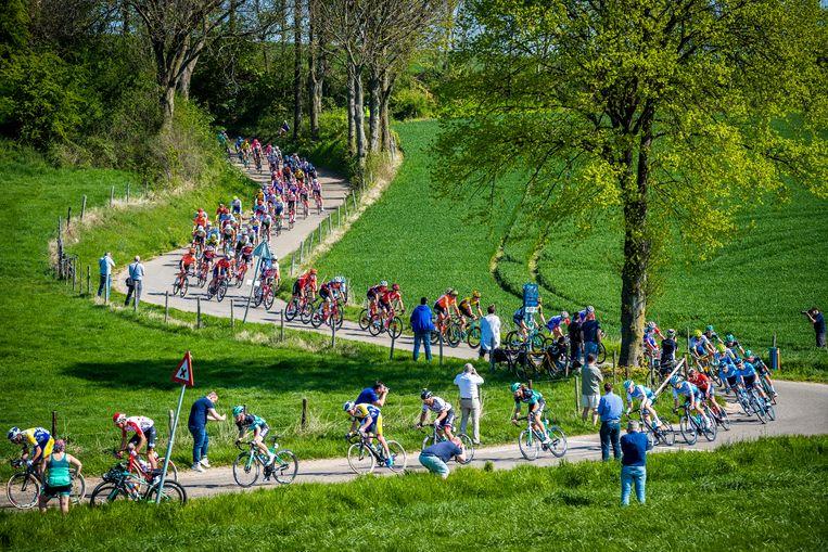 Het is op zonnige dagen druk op de wegens in Zuid-Limburg - en niet alleen tijdens de Amstel Gold Race.  Beeld Hollandse Hoogte /  ANP