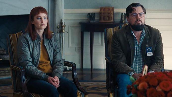 """Jennifer Lawrence et Leonardo DiCaprio dans """"Don't look up""""."""