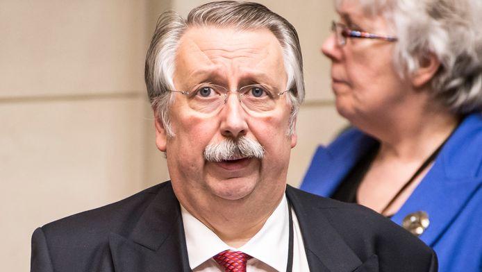 Sur les ondes de la RTBF, le président de la Chambre, André Flahaut, a estimé qu'il n'y avait pas lieu de rendre public le patrimoine privé des élus belges.