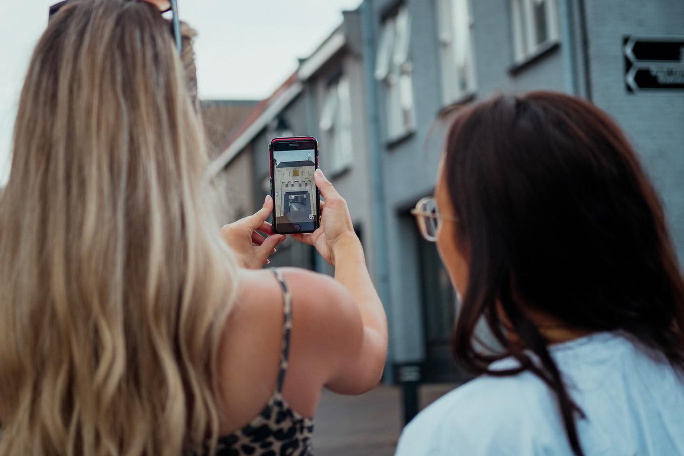 De nieuwe app blaast de geschiedenis van Leerdam nieuw leven in.