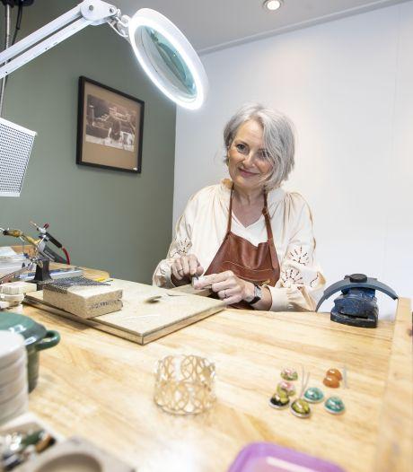 Zilveren kooi van Wierdense zilversmid Annemiek wint landelijke prijs