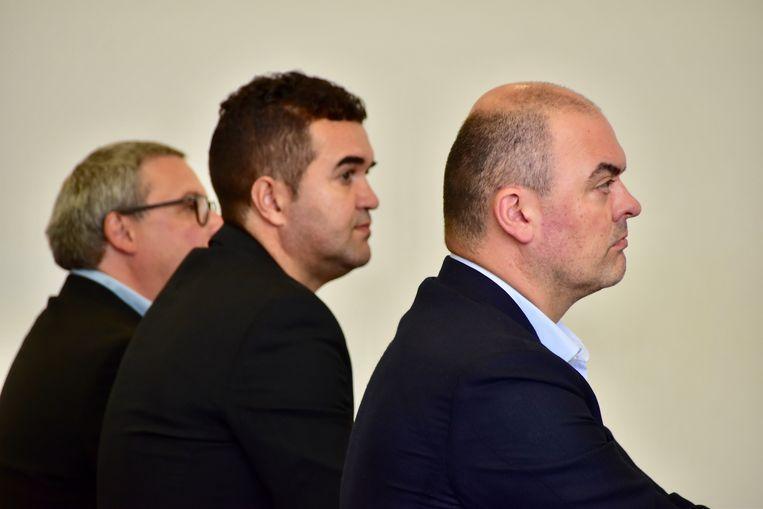 Rechts op de foto: Yves Olivier, voorzitter van KSV Roeselare, naast hem zit de nieuwe Braziliaanse CEO, Marco Manzo.