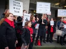 Tolken en vertalers voeren actie voor rechtbank Arnhem: 'Rechtsstaat komt in het geding'