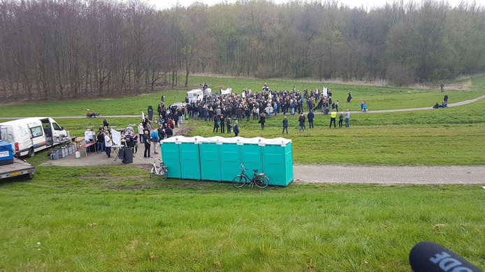 De wc's staan klaar voor de demonstranten.