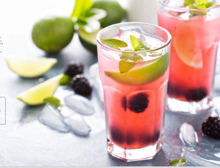 Pimp je water met fruit en groentjes, zo wordt het minder saai.