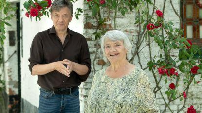 """Bart Peeters maakt wekelijkse coronawandelingen met zijn moeder Suz: """"We lachen veel, maar praten ook over serieuze zaken"""""""