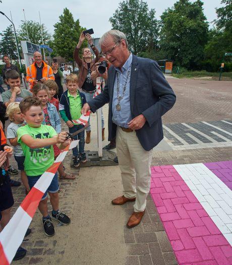 Regenboogpad Heeswijk-Dinther geopend: 'Iedereen mag zijn wie hij is!'