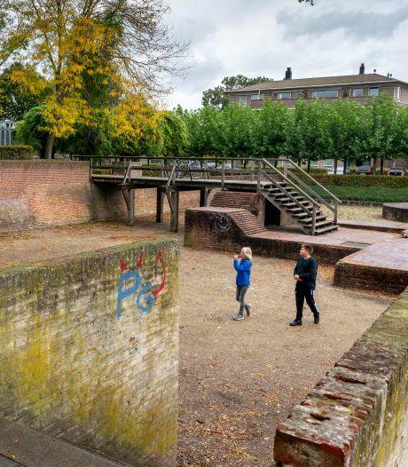Maasdriel pompt veel geld in Kasteelplein; de ruïne van Hedel brokkelt af