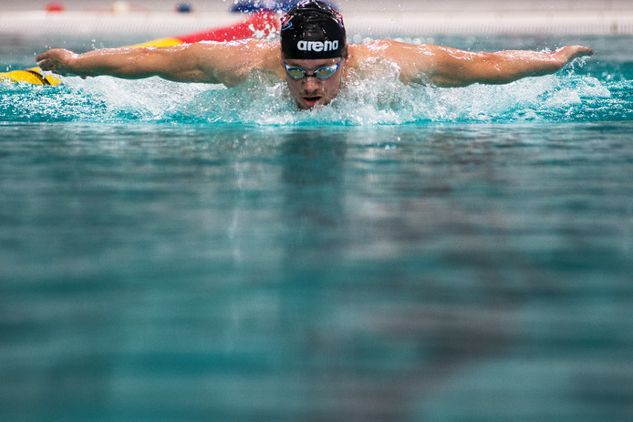 Zwemmer Arjan Knipping in training voor de WK van eind deze maand.